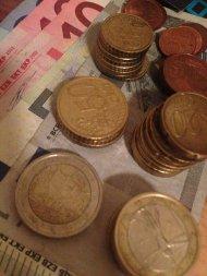 banknoty i monety w walucie euro